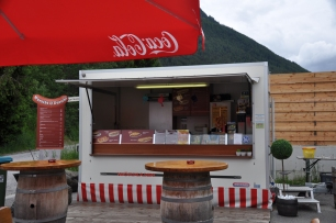 Little sausage stand